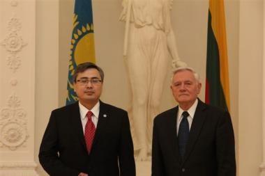 Prezidentas priėmė Kazachstano ambasadoriaus skiriamuosius raštus