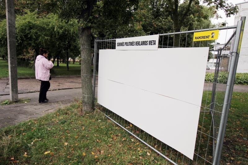 Politikai plakatus klijuos ant 40 tūkst. litų kainavusių stendų