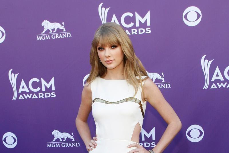 Taylor Swift – daugiausiai uždirbanti jaunesnė nei 30 metų įžymybė