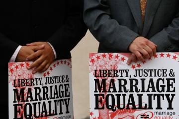 Graikijoje pirmąkart susituokė homoseksualai