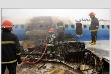 Irane užsidegus lėktuvui sužeisti 46 žmonės