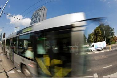 Autobuso vairuotojas sumanė palenktyniauti