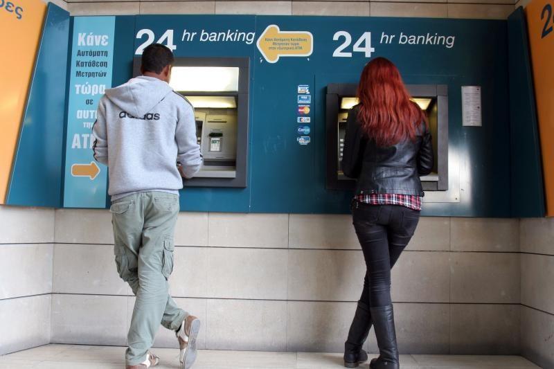 Bankų kapitalo kontrolė Kipre: per dieną galima išsiimti vos 300 eurų