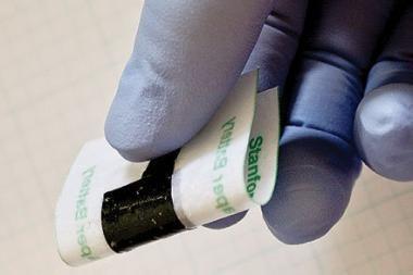 Lanksčią ličio jonų bateriją pavyko pagaminti panaudojant popierių