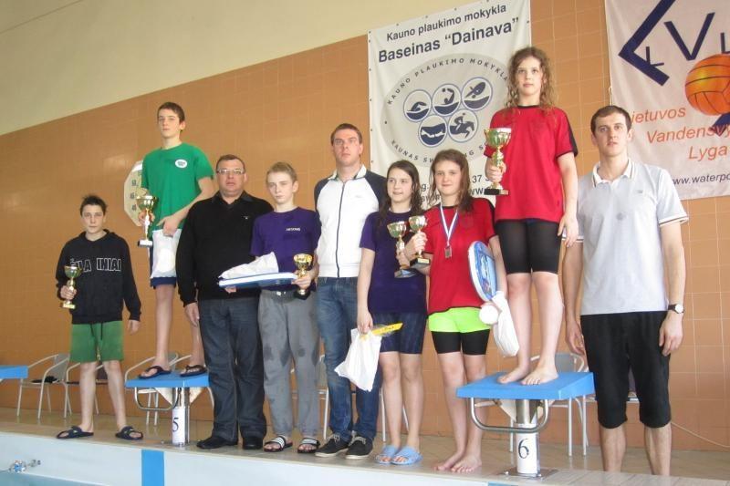 Dėl Kauno mero taurės varžėsi keturių šalių plaukikai