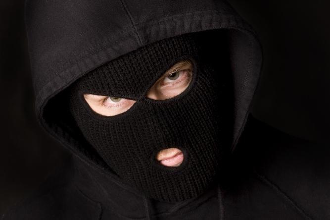 Kaukėti plėšikai užpuolė lentpjūvės savininką ir jo šeimą