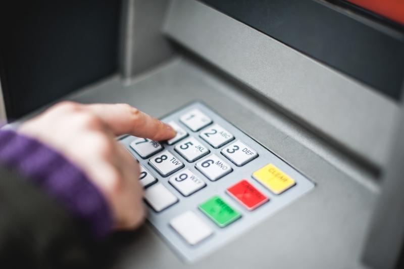 Ant kai kurių bankomatų - duomenis kopijuojanti įranga