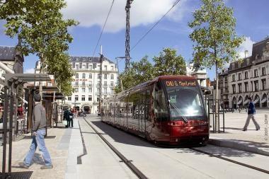 Modernusis tramvajus tolsta nuo Klaipėdos