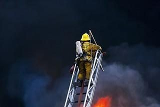 Vilniuje degė medžio apdirbimo cechas