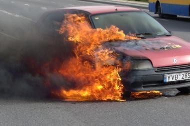 Vilniuje dega mašinos ir šiukšlės