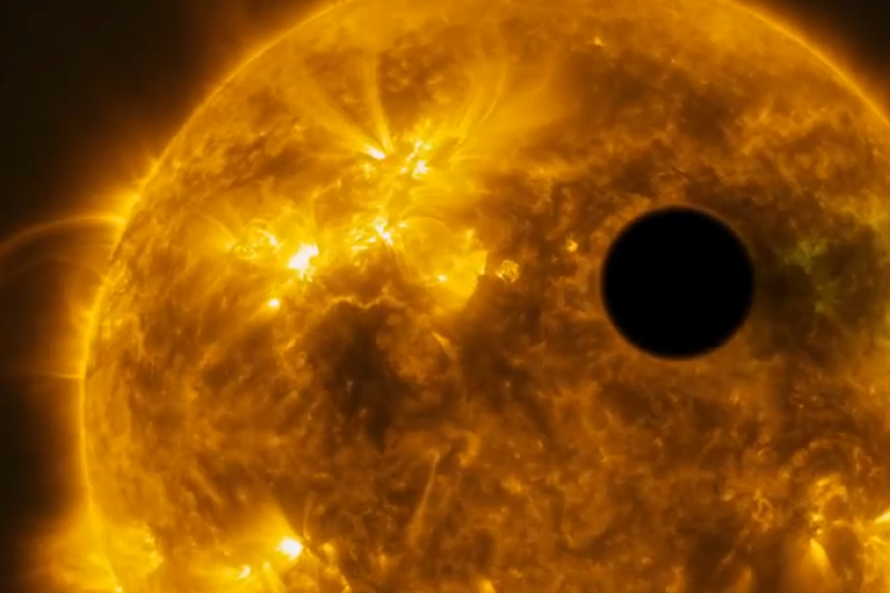 """""""Hubble"""" užfiksavo, kaip žvaigždės žybsnis nupūtė planetos atmosferą"""