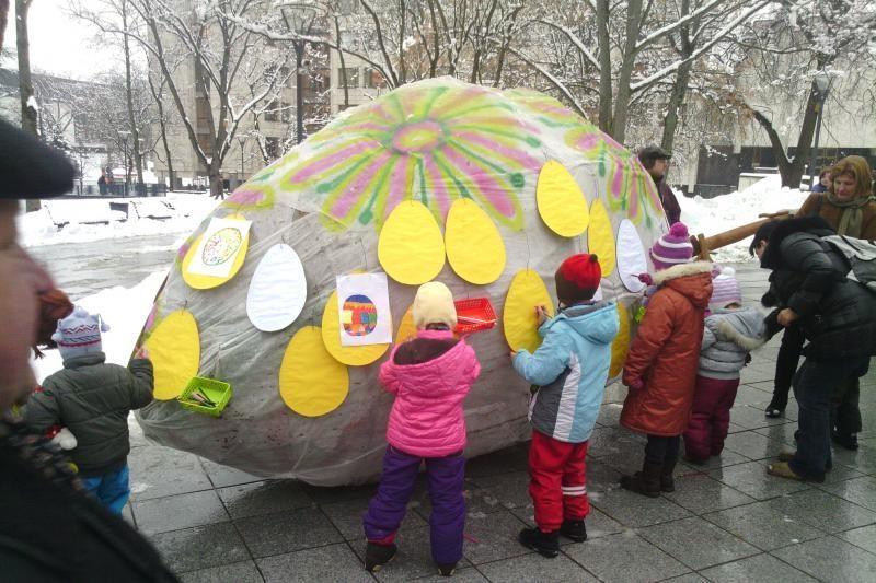 Sostinės V. Kudirkos aikštėje – margučių šventė sniego pusnyse