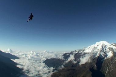 Drąsuoliai nuo Everesto šoko su parašiutu
