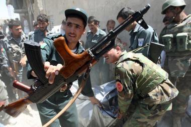 Tyrimas: skurdas Afganistane yra