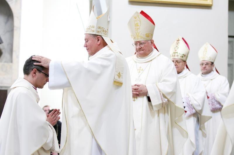 Vyskupai priblokšti: siekiama įtvirtinti kitokią lyties sampratą