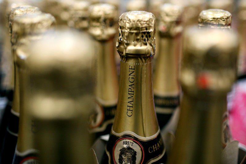 Baltijos jūroje šimtmečius buvęs šampanas parduotas už 15 tūkst. eurų