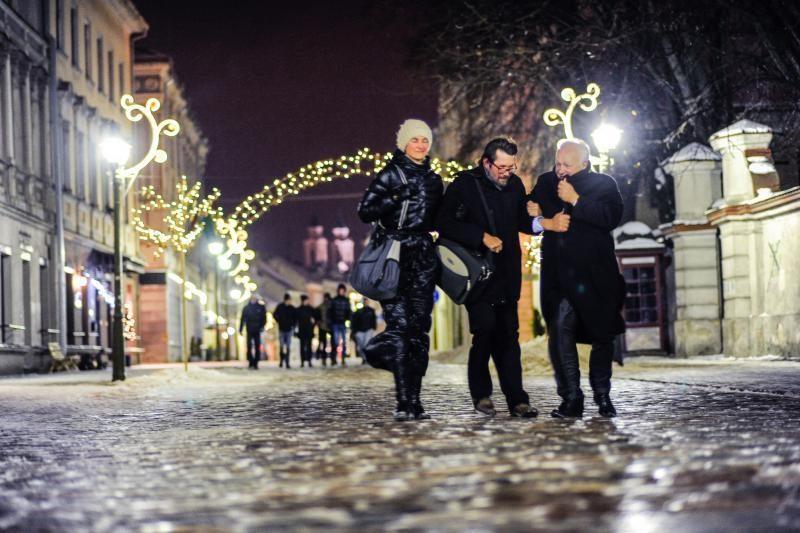 Lietuvoje naktį eismo sąlygas sunkins plikledis