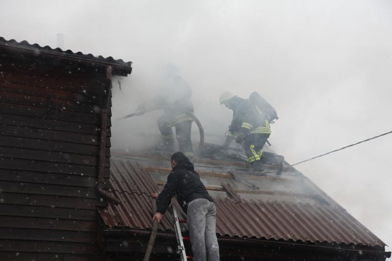 Gargžduose degė namas, išgelbėta moteris su vaiku (papildyta)