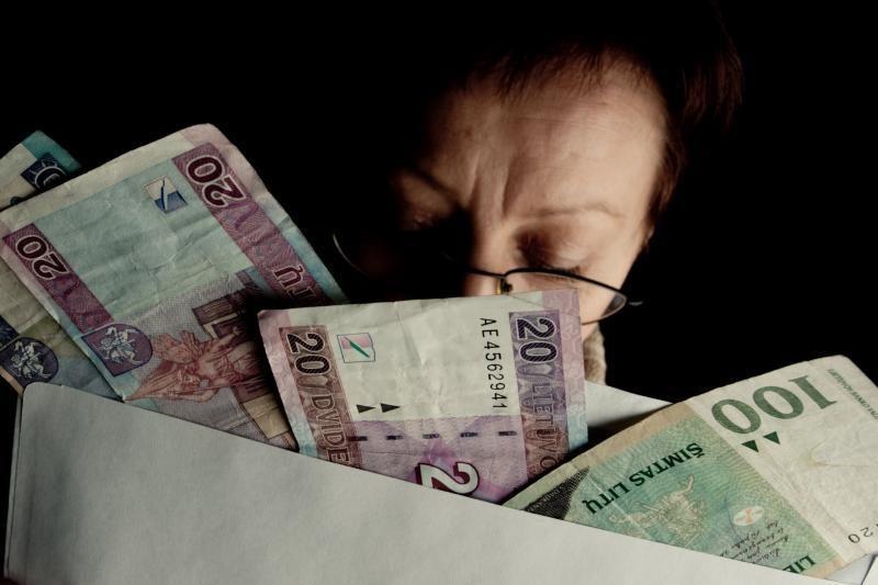 Atlyginimas vokelyje – paimtumėte ar atsisakytumėte?