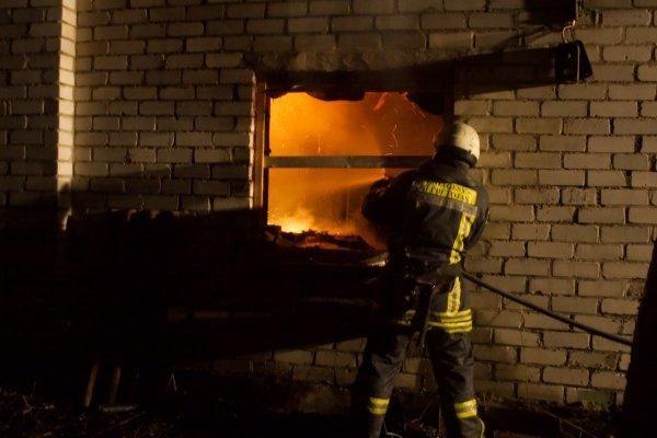 Gesindamas sodo namelį apdegė senyvas vyras
