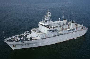 Dėl nelaimės karo laive prieš teismą stos trys karininkai