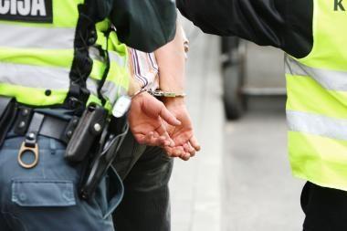 Girtą žmogų apšvarinęs vagis pasipriešino pareigūnams