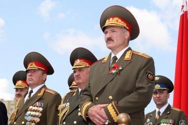 Informacinis karas su Rusija kelia A.Lukašenkos reitingus