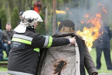 Visuomenė palankiai vertina ugniagesių darbą