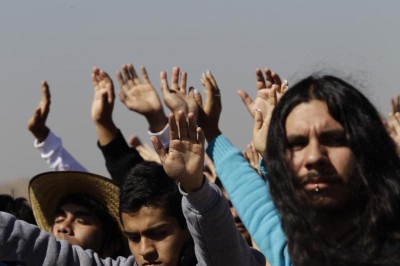 """Meksikoje žmonės švenčia, nes žmonės išgyveno """"pasaulio pabaigą"""""""