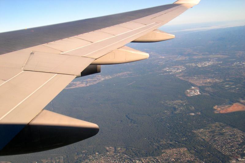 Kylant užsiliepsnojo 127 žmones skraidinusio lėktuvo važiuoklė
