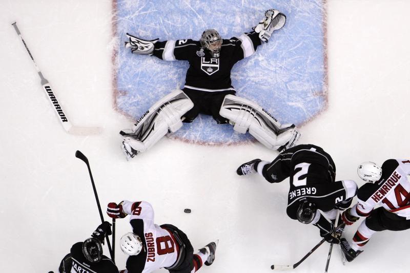 """""""Blackhawks"""" klubas pratęsė pergalių seriją NHL čempionate"""