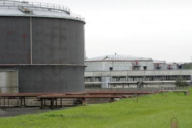 Per gaisrą naftos terminale apdegė du darbininkai (papildyta)