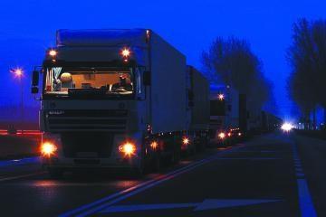 Naktį liepsnojo sunkvežimiai