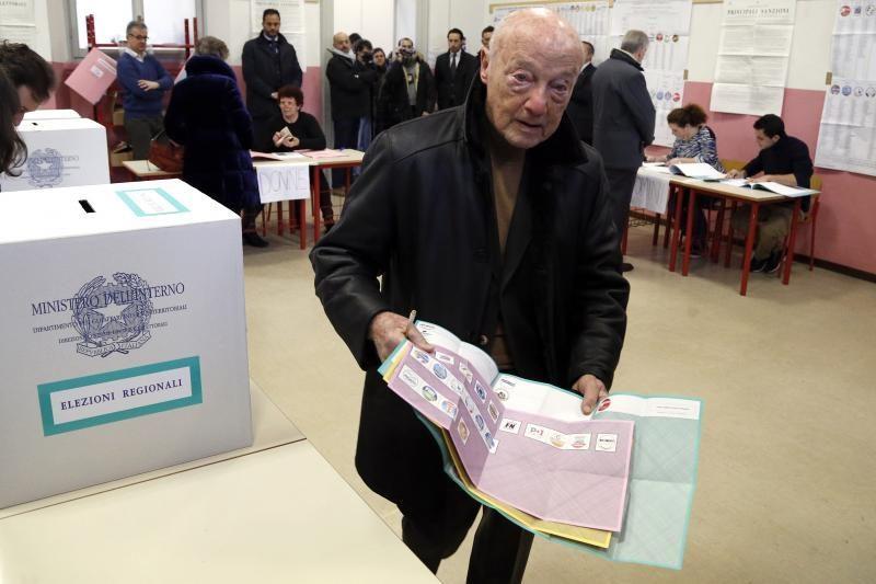 Italijoje prasidėjo visuotionis balsavimas svarbiuose rinkimuose
