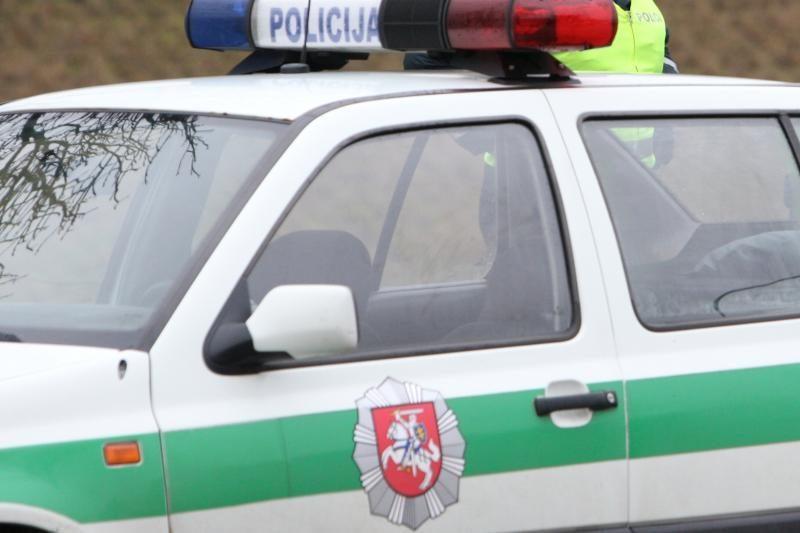 Sunkiai apgirtęs vairuotojas Rietavo pareigūnams kišo 2000 litų
