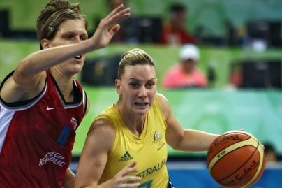 Australės sutriuškino Čekijos krepšininkes