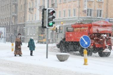 Situaciją keliuose sunkina stiprus vėjas (papildyta)