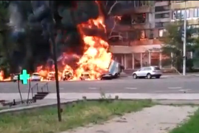 Kazachstane sudužus benzinvežiui įsiplieskė didžiulis gaisras