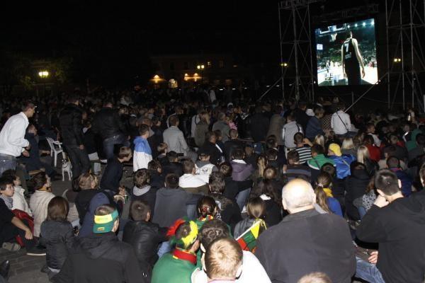 Pusfinalio rungtynes viešose vietose stebės dvigubai daugiau žiūrovų (papildyta)