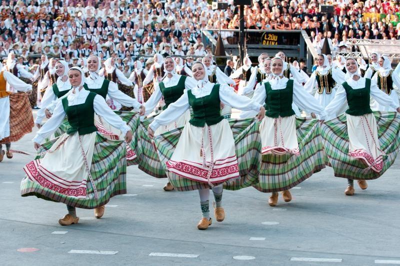 Išeivijos lietuviai B.Obamą pakvietė į tautinių šokių šventę