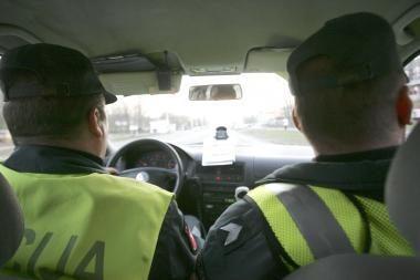 Girtas vairuotojas Klaipėdos pareigūnams siūlė kyšį