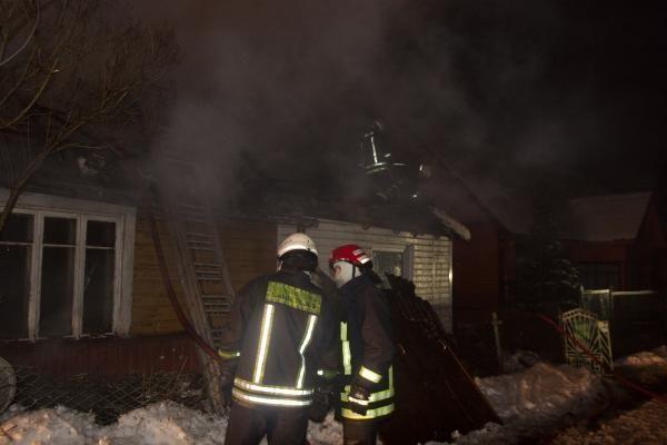 Kilus gaisrui gyvenamajame name sproginėjo dujų ir deguonies balionai (papildyta)