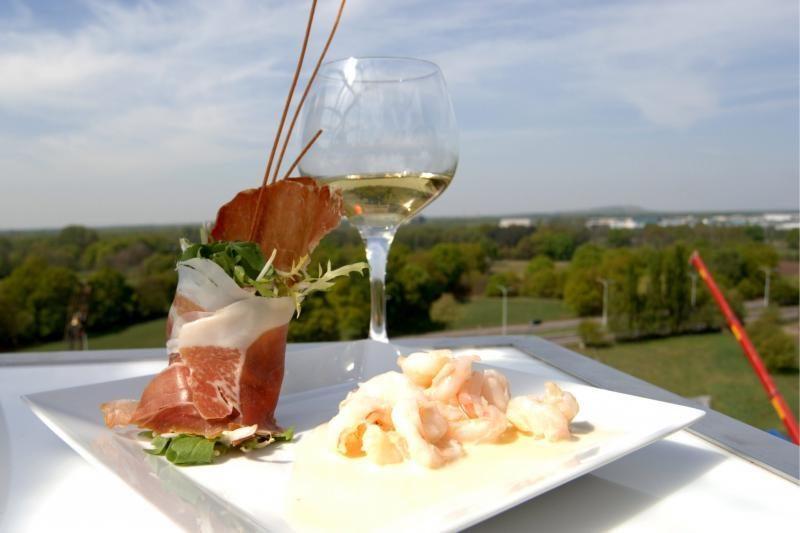 Vasarą Vilniuje bus galima pietauti danguje