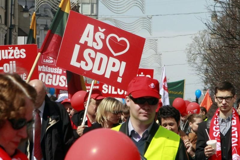 Darbo dienos proga šimtai žmonių dalyvavo eitynėse Vilniaus centre