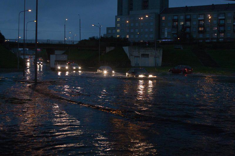 Ugniagesiai išgelbėjo per potvynį skendusius lenkus