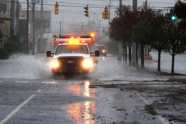 """Per uraganą """"Sandy"""" JAV ir Kanadoje žuvo 16 žmonių (papildyta)"""