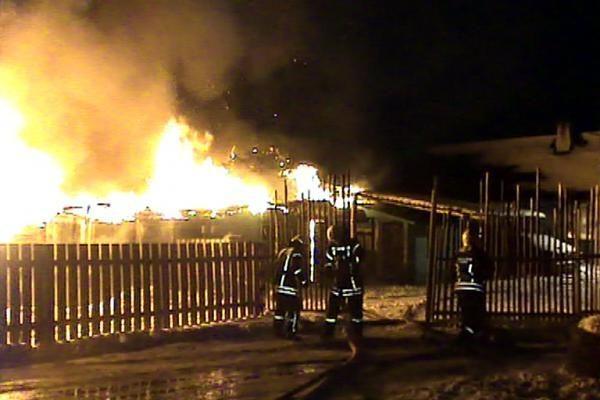 Policininkai iš gaisro gelbėjo romų taboro gyventojus