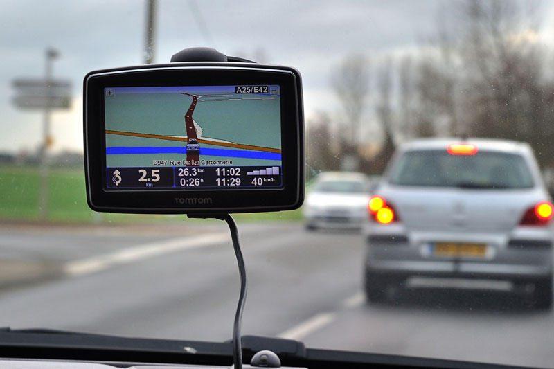 Vairavimas sutemus: kokių saugumo priemonių reikėtų imtis?