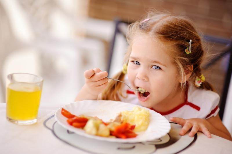Beveik penktadalio mokyklų moksleiviams maistas tiekiamas termosuose