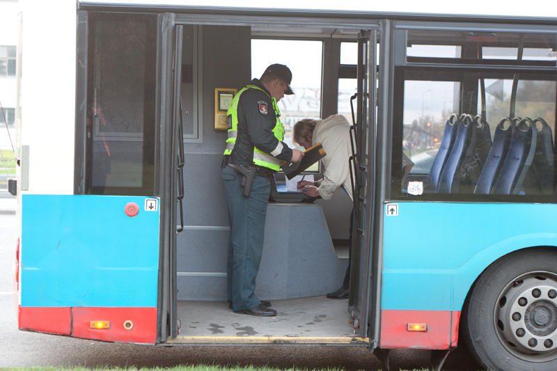 Staigiai stabdant troleibusą nukentėjo keleivė